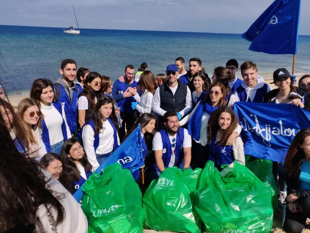 Beach cleaning campaign